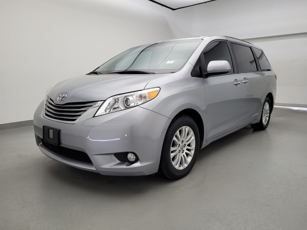 Used 2017 Toyota Sienna Driver Front Bumper